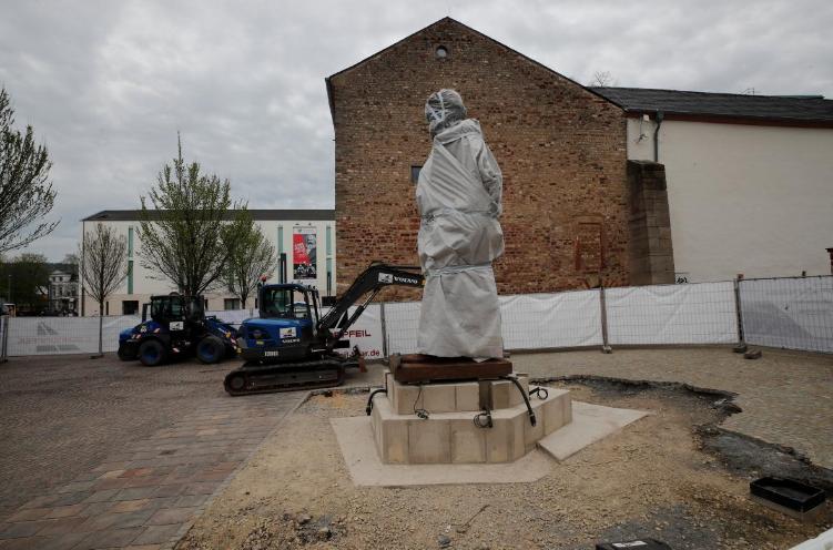 Statuie lui Marx în 2018- Pe Ce Lume traim?