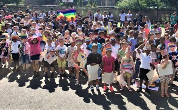 APOGEU CIVILIZAȚIONAL: Parada Gay la o Școală Primară