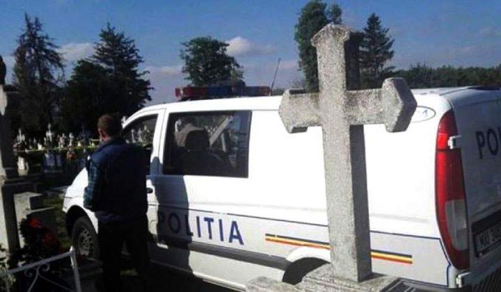 Preot şi Poliţist – Bătuţi Măr şi Înjuraţi în Cimitir de Niște Țigani Boschetari