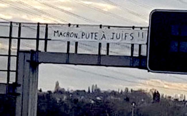 Porcii lui Daea și Jidanii de la Auschwitz Macron-pute-a%CC%80-juif-1-1