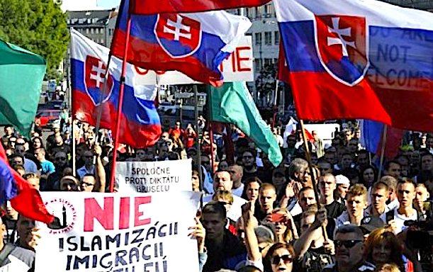 Slovacia interzice oficial Moscheile
