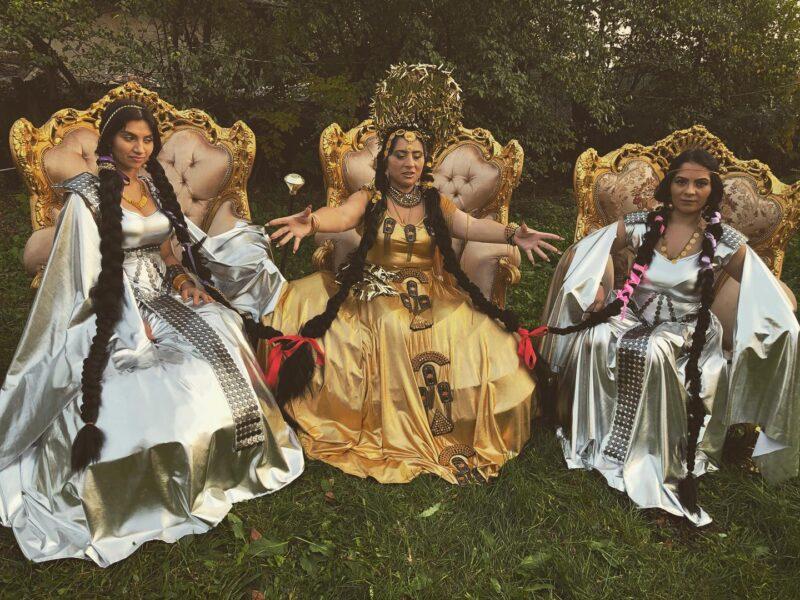 Satanizarea României continuă: Expoziție țigănească despre vrăjitorie ca practică de emancipare feministă