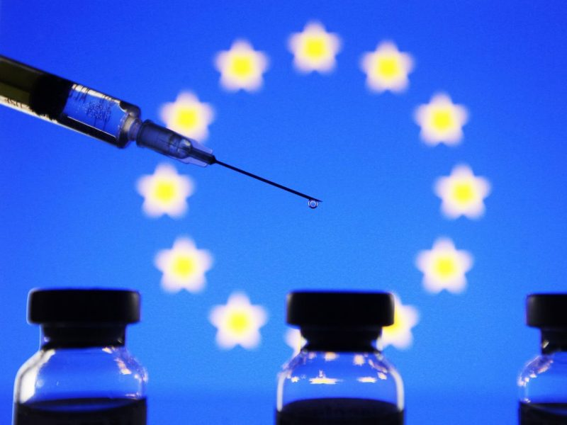 Suntem în pragul unui război civil în Europa din cauza divizării oamenilor în pro-vaxx și anti-vaxx?