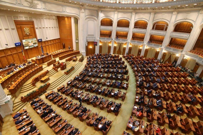 Șantaj sau Tradare? Deputații AUR au votat în favoarea legii care prevede pedeapsa cu închisoarea pentru discriminarea anumitor categorii sociale