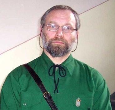 Uzurpatorul Șerban Suru s-a folosit de moartea scriitorului Răzvan Codrescu pentru a susține campania de vaccinare cu serul experimental